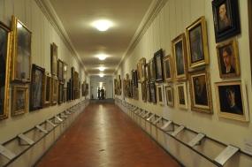la-galleria-degli-autoritratti-nel-corridoio-vasariano